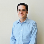 Francisco Robles Named to Goizueta Foundation Jr. Professorship